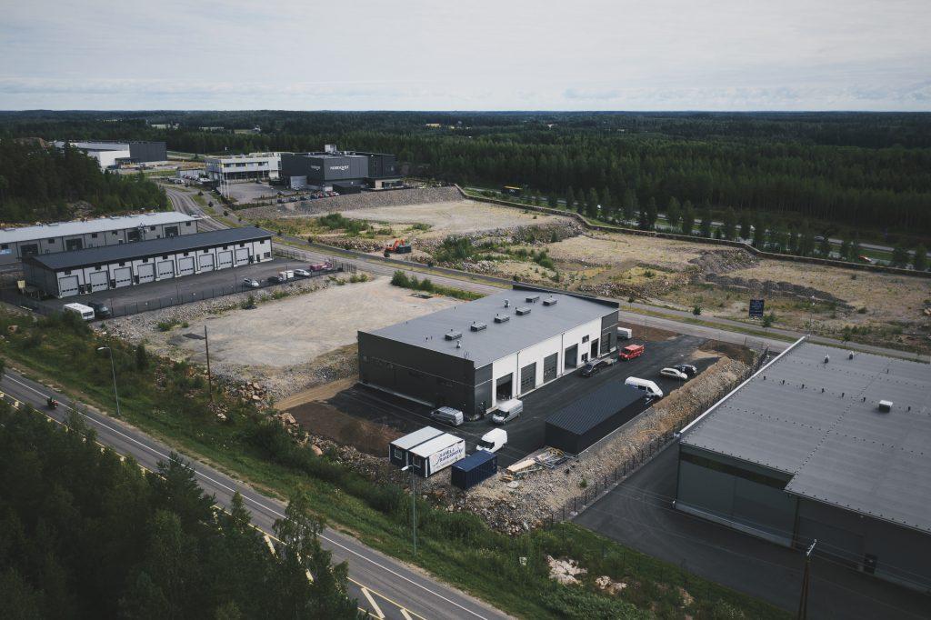 Ilvesvuorenkatu 43 uusi halli, jossa yhteensä noin 1200 m2 uutta toimitilaa.